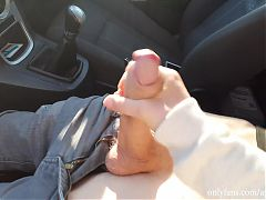 Youtube blogger caught a guy jerking off in car in public.
