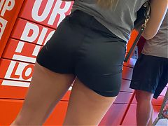 Bubble butt babe with tight shorts.