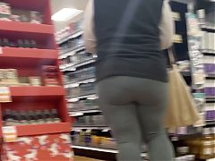Thick mature in leggings with vpl
