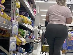 Super thick pawg in leggings